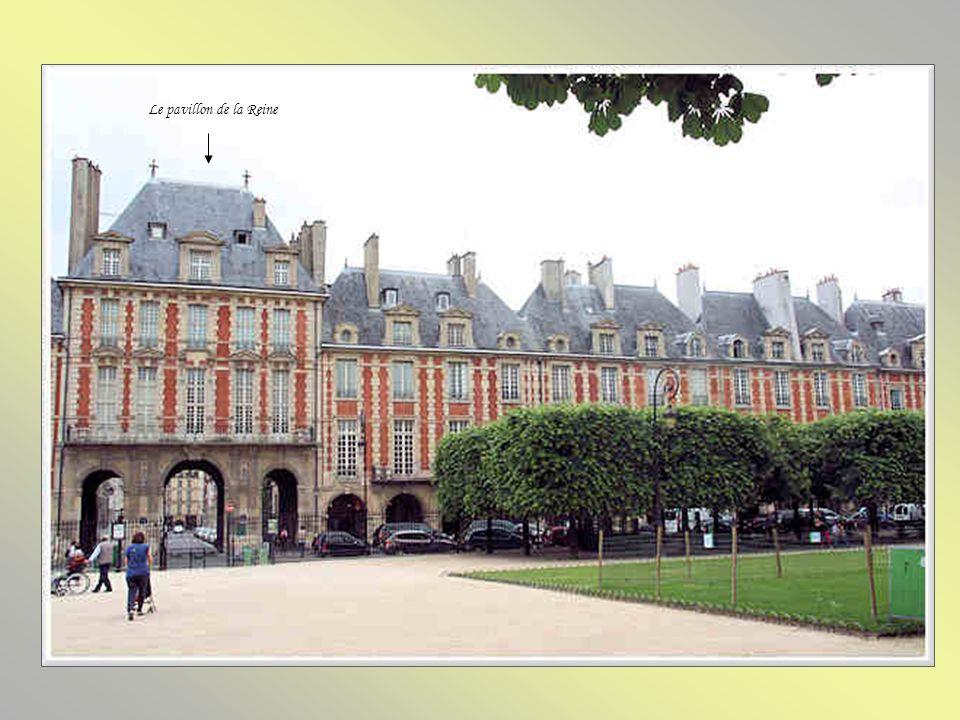 Le pavillon du Roi Construit aux frais de la couronne et achevé en 1608, le pavillon du Roi na jamais été habité par le roi, mais par son concierge. I