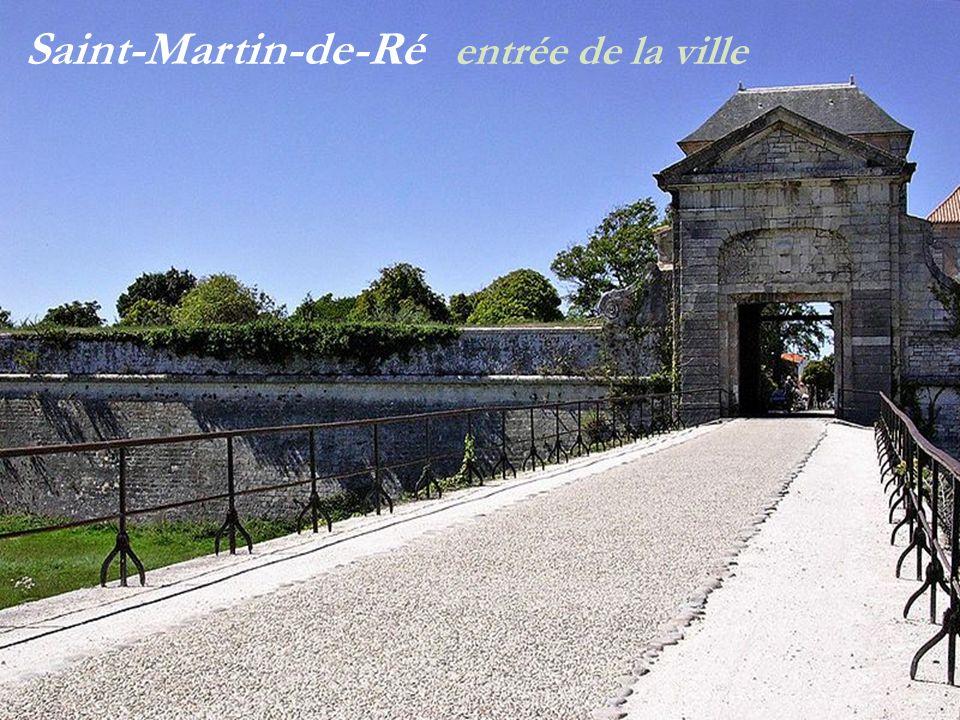 Saint-Martin-de-Ré ve stiges de léglise Saint-Martin