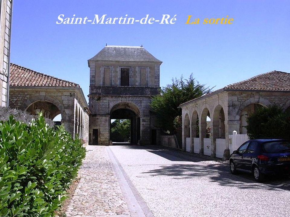 Saint-Martin-de-Ré les remparts avec les douves