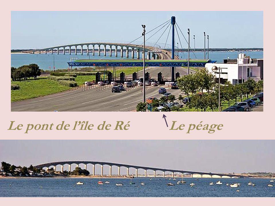 Pont reliant lîle avec le port de La Palice, dune longueur de 3 km, inauguré en 1988