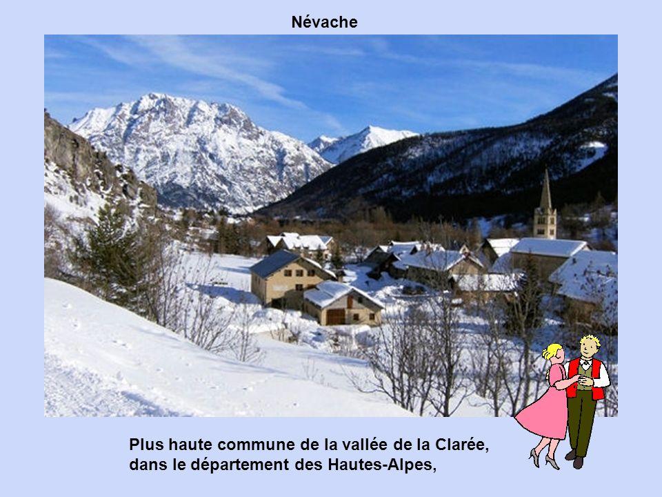 Dans les Alpes-Maritimes, Sainte-Agnès est un village accroché au flanc d'un éperon rocheux qui culmine à près de 800 mètres d'altitude.