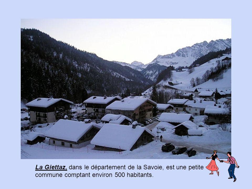 Dans les Hautes-Alpes, entre Gap et Briançon, Embrun domine la Durance à 870 mètres d'altitude.