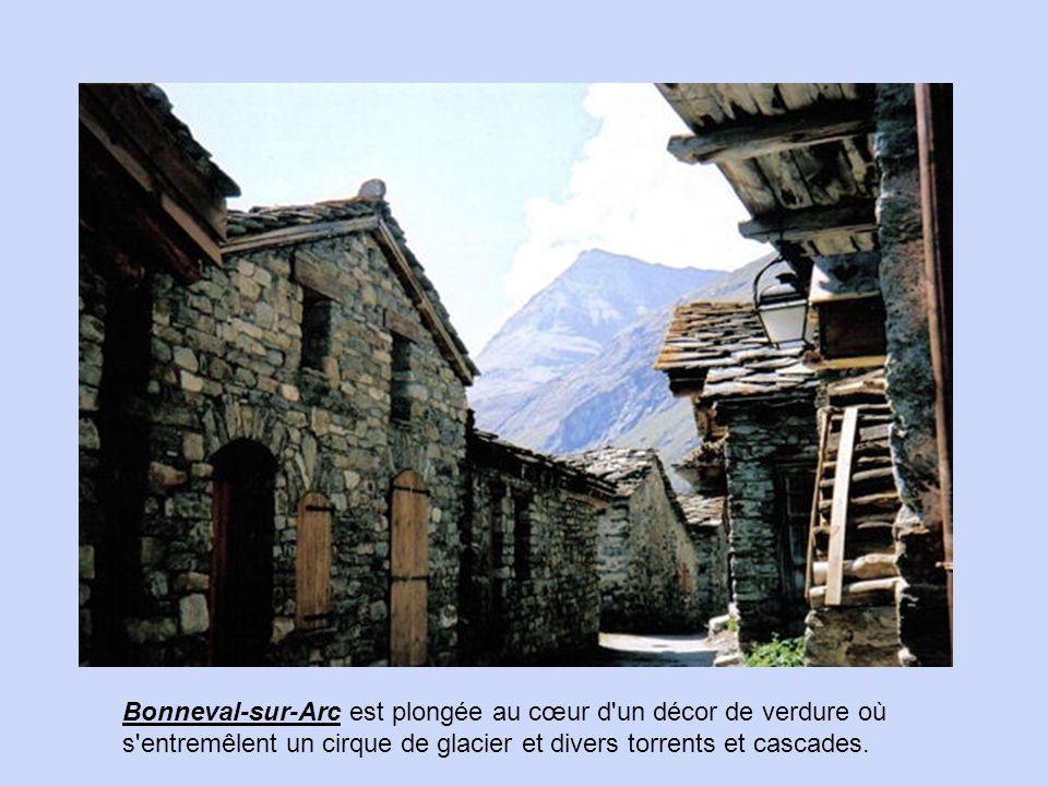 La Giettaz, dans le département de la Savoie, est une petite commune comptant environ 500 habitants.
