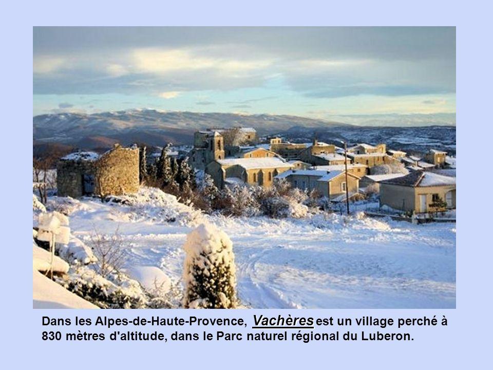 Pont-en-RoyansNiché au cœur du Vercors, ce village fait figure de capitale touristique aux portes du parc naturel situé à cheval entre l'Isère et la D