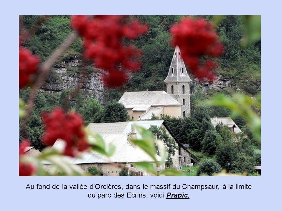 Dans les Hautes-Alpes, renforçant le rempart naturel d'un glacier, Château-Queyras constitue le verrou militaire de la vallée du Queyras.
