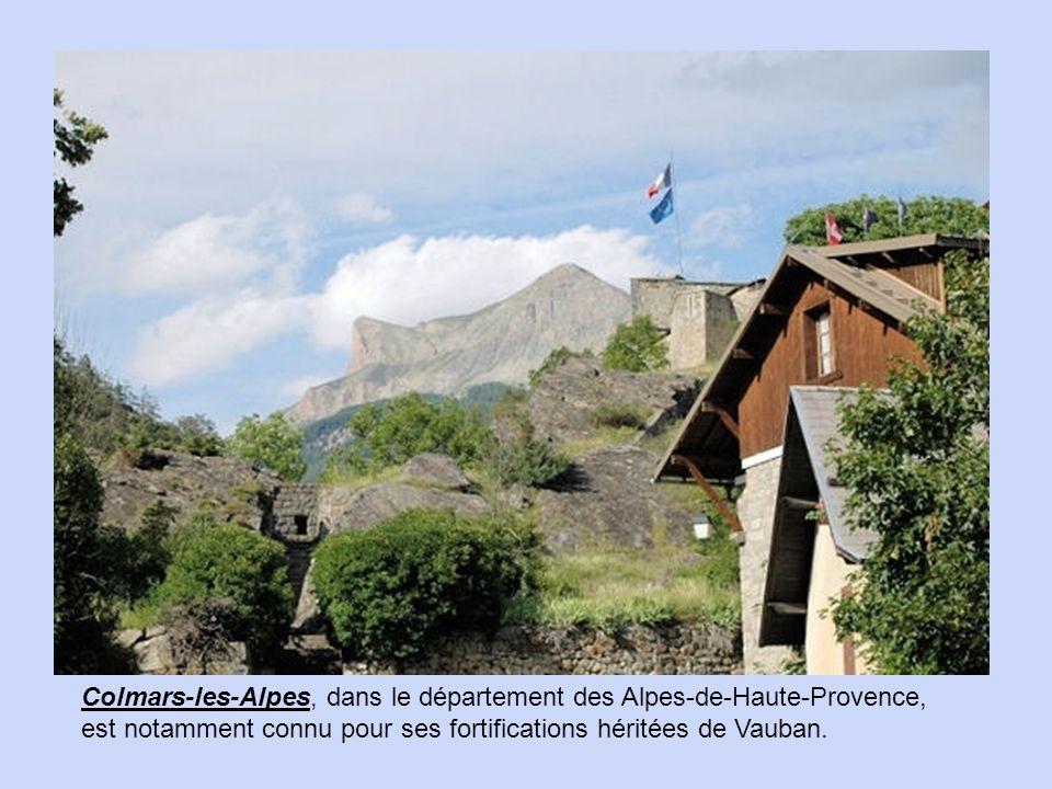 Non loin d'Avoriaz, à 1 200 mètres d'altitude, Châtel est une petite station familiale.