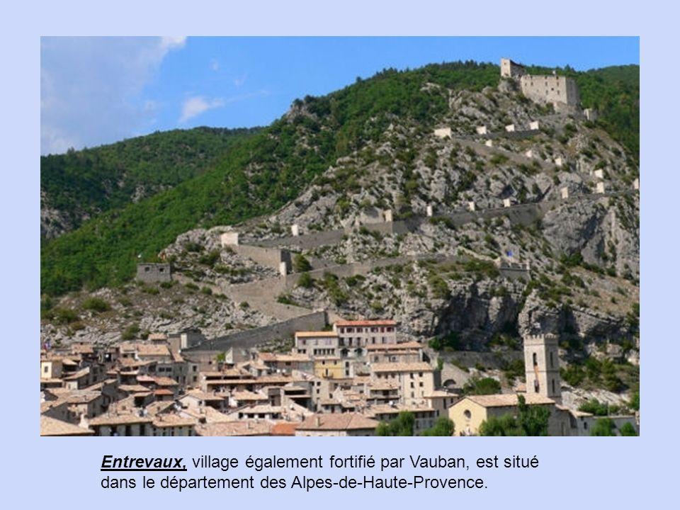 Colmars-les-Alpes, dans le département des Alpes-de-Haute-Provence, est notamment connu pour ses fortifications héritées de Vauban.