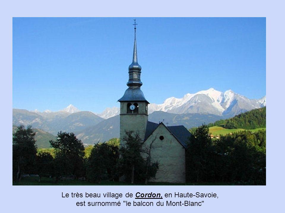 Les plus beaux villages des Alpes En Haute-Savoie, le village de Mont-Saxonnex, situé à 1 000 mètres d'altitude,