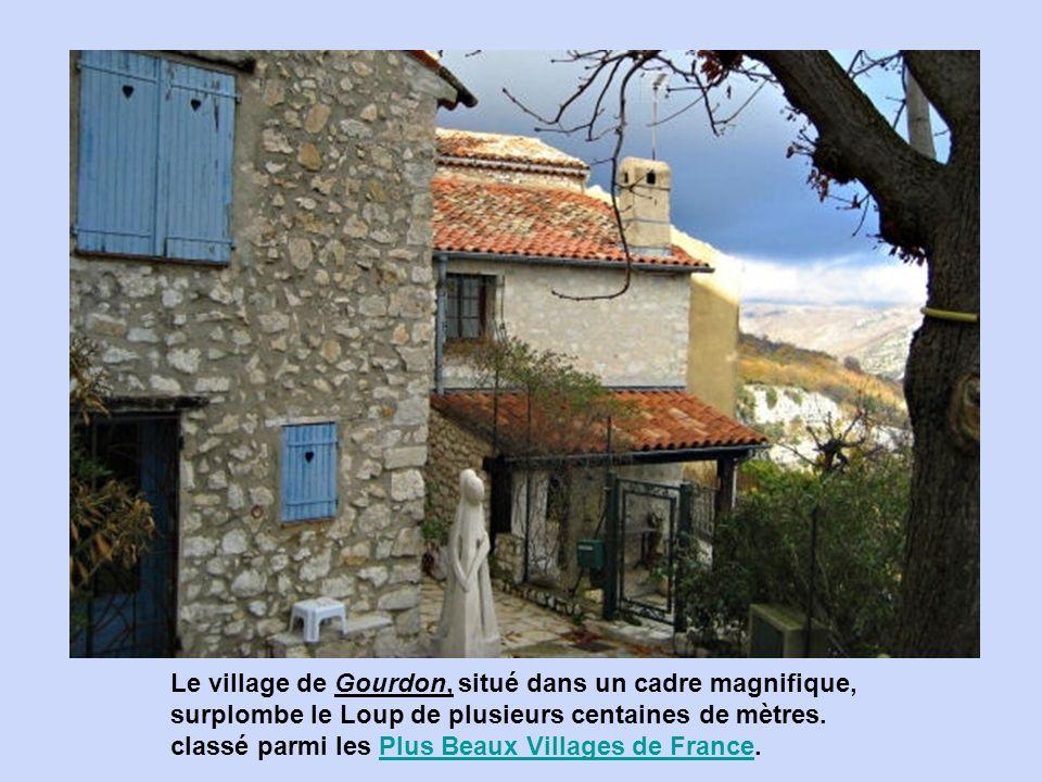 Entrevaux, village également fortifié par Vauban, est situé dans le département des Alpes-de-Haute-Provence.