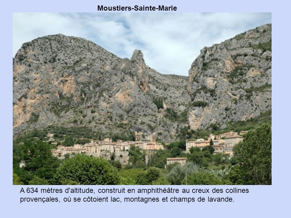 Lantosque, dans les Alpes-Maritimes, a été édifié au bord de la rivière. La commune compte une dizaine de chapelles et une très belle église,