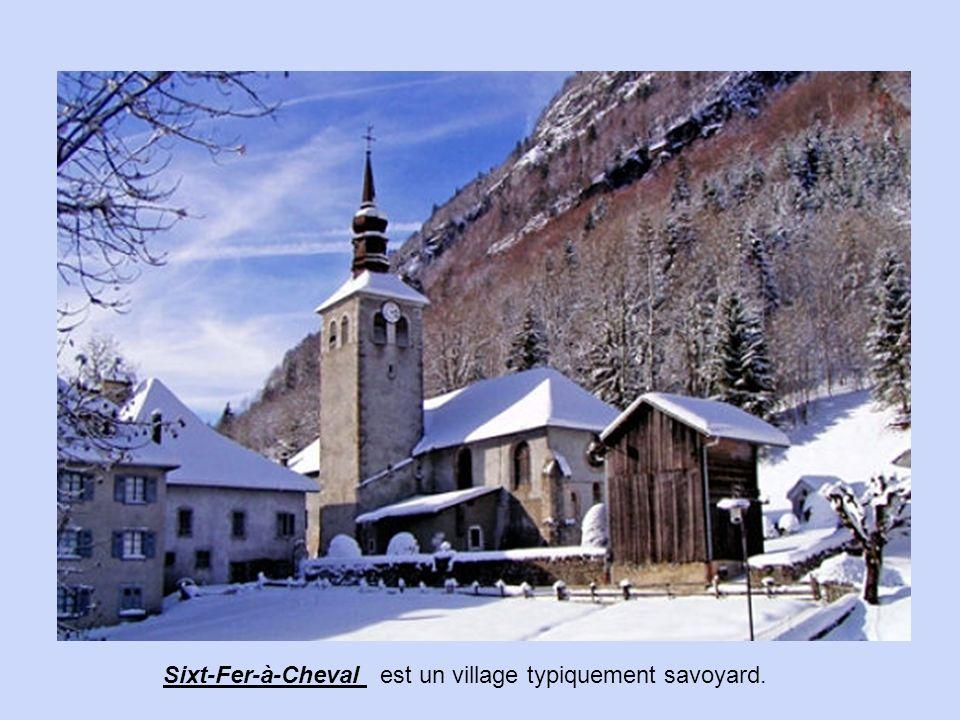 Village médiéval remarquablement conservé, rallié à la vallée depuis seulement 1948 IIonse