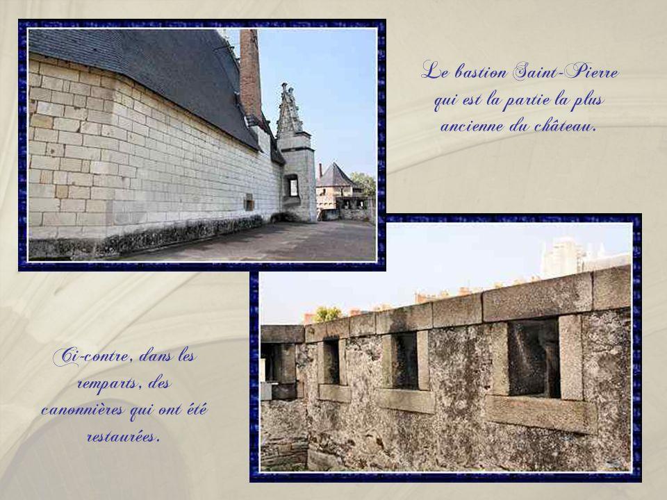 A partir de 1207, Guy de Thouars, veuf de Constance, duchesse de Bretagne, fait construire le premier château dit « de la Tour Neuve » au pied de l'en
