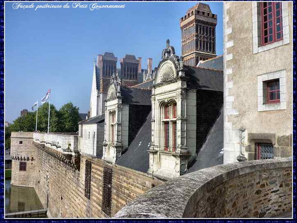 Ce pavillon de style Renaissance garde ses cheminées de brique et dardoise d'origine. Construit sur ordre de François Ier, il sert de « logis du roy »