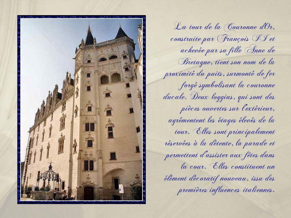 Réalisé par François II, ce bâtiment est un lieu de résidence pour le duc de Bretagne et sa cour. Les lucarnes sont de style gothique flamboyant.