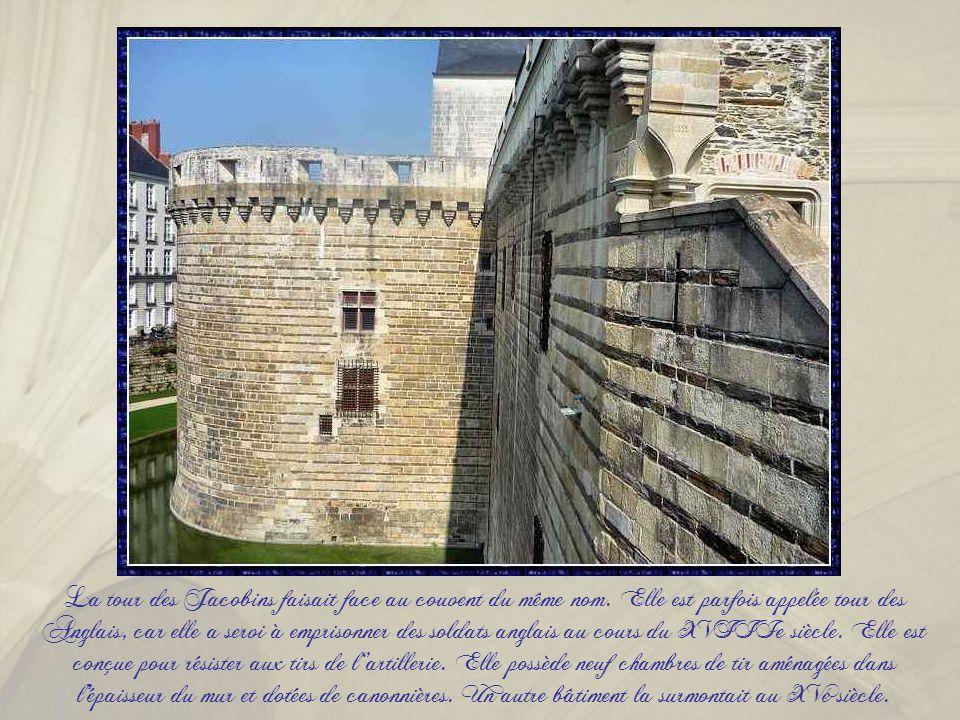 Ce bâtiment a été édifié au début du XVIIIe siècle afin de loger le lieutenant du Roi puis les bureaux de l'arsenal. Il est devenu la conciergerie du