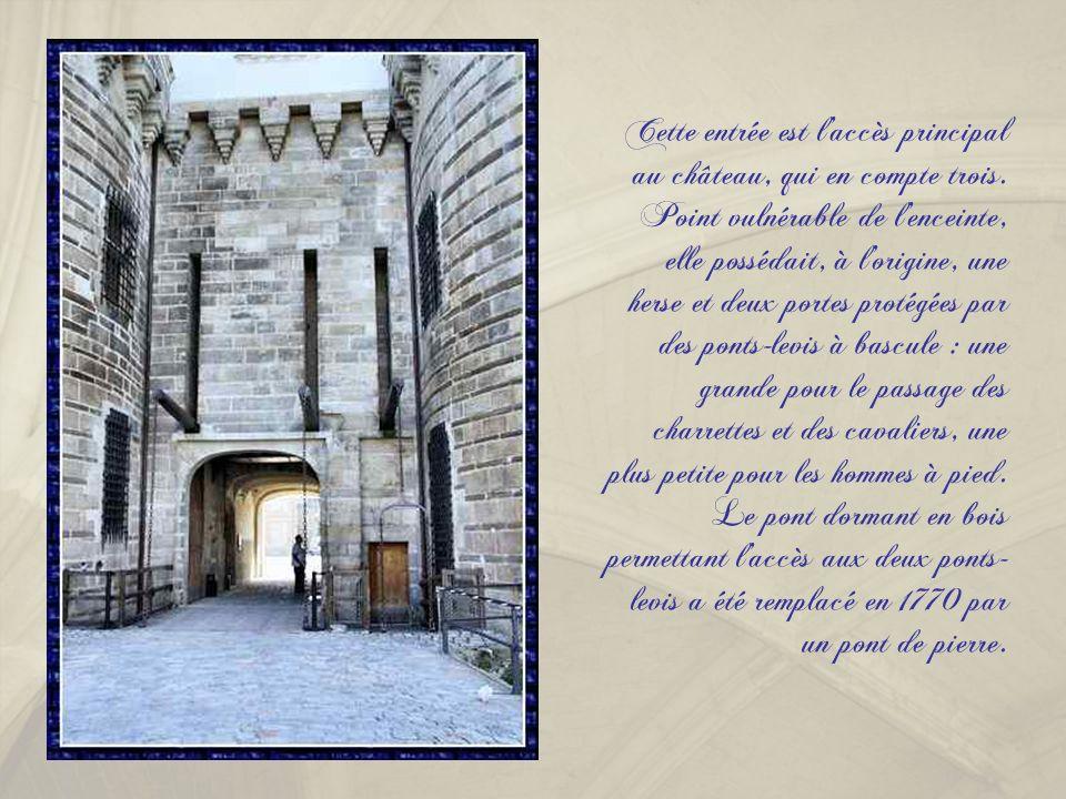Les douves et la tour des Espagnols.