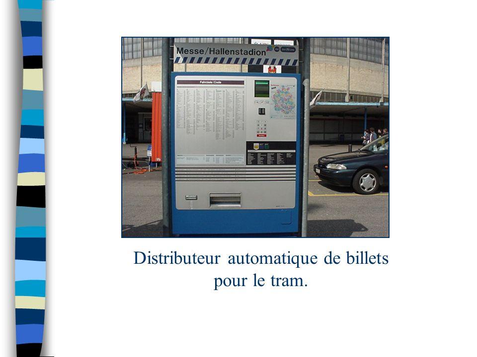 Distributeur automatique de billets pour le tram.