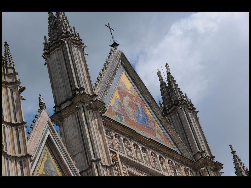 La mise en œuvre dun plan gothique en croix latine en 1308 par Lorenzo Maitani