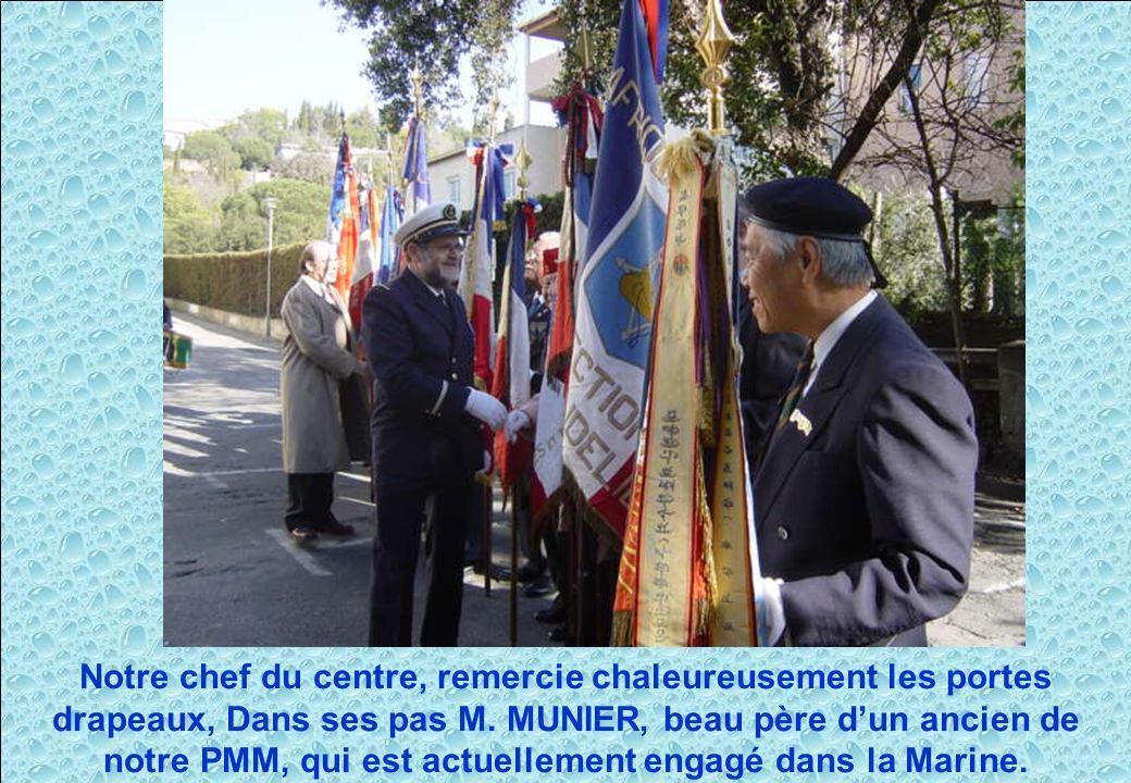 Notre chef du centre, remercie chaleureusement les portes drapeaux, Dans ses pas M. MUNIER, beau père dun ancien de notre PMM, qui est actuellement en