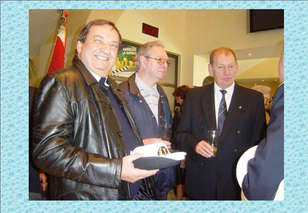 A gauche, Guy MICKAILOFF, Président de lAMMAC de Golfe Juan - au milieu Claude BORNEL/MABON, Secrétaire de lAMMAC de Golfe Juan et Jean-Claude BUCHET,