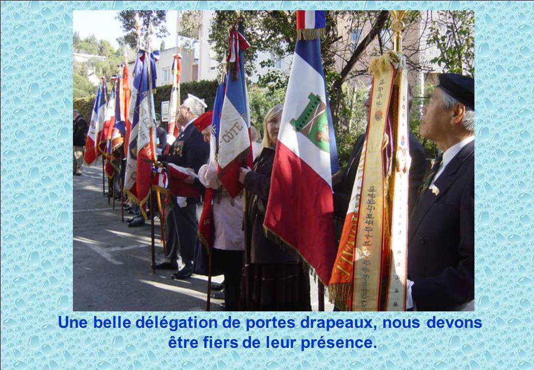 Une belle délégation de portes drapeaux, nous devons être fiers de leur présence.