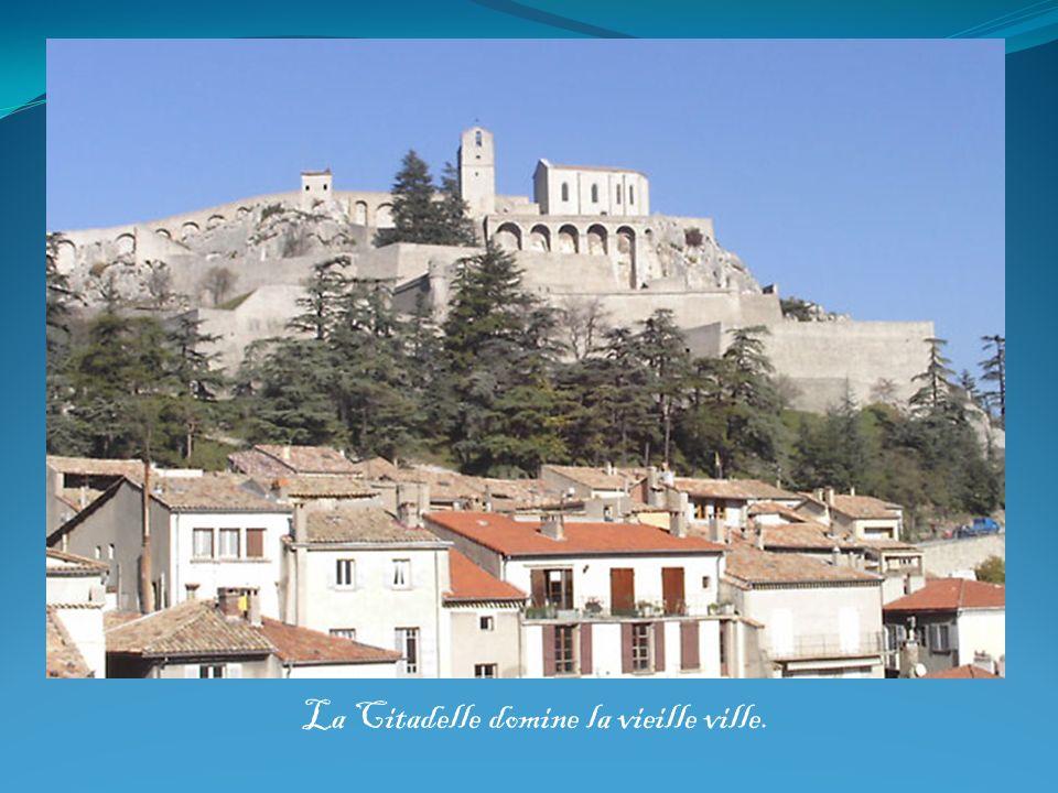 La Citadelle domine la vieille ville.