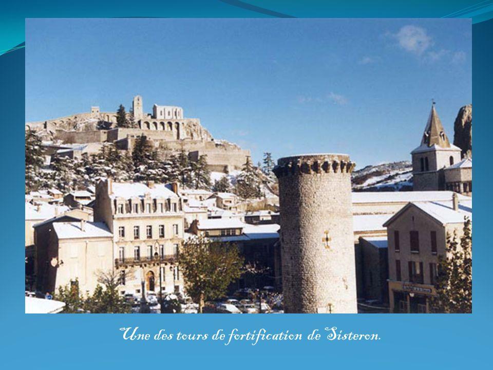 Une des tours de fortification de Sisteron.