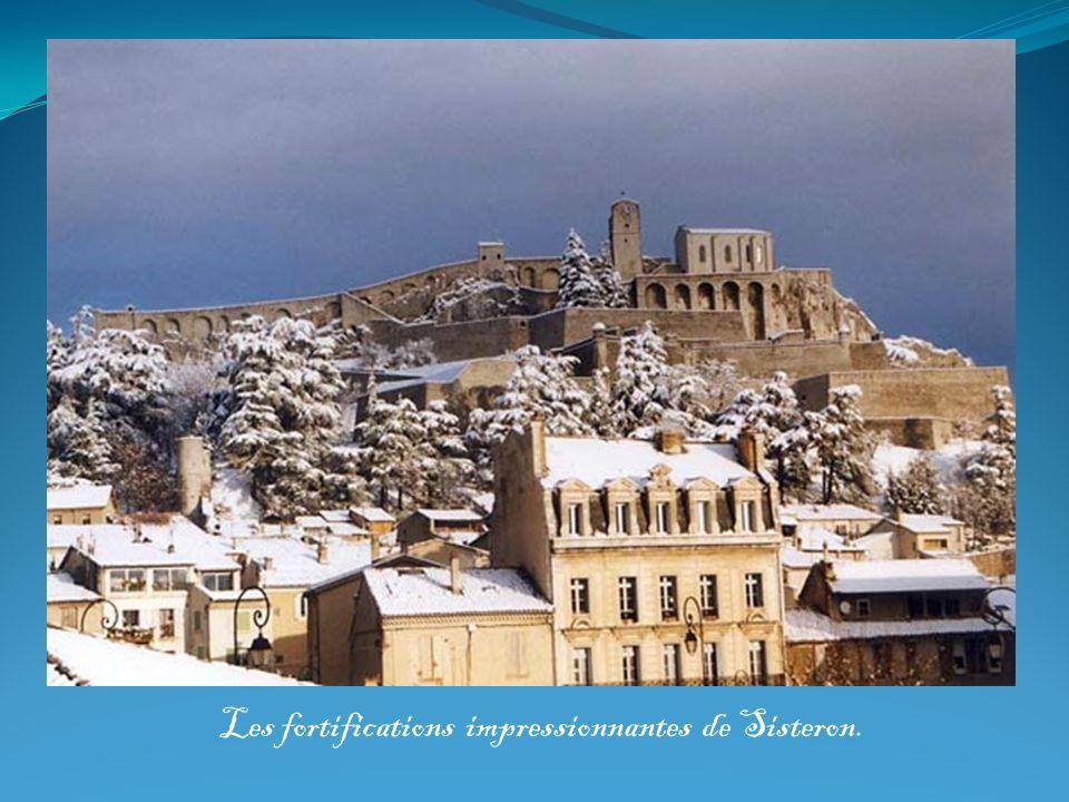 Les fortifications impressionnantes de Sisteron.