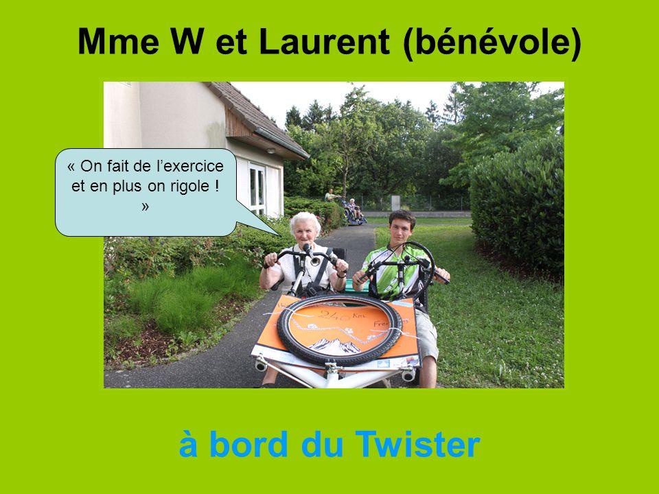 Mme W et Laurent (bénévole) à bord du Twister « On fait de lexercice et en plus on rigole ! »