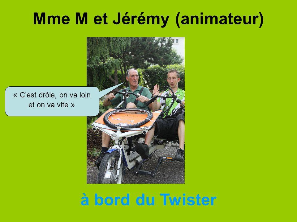Mme M et Jérémy (animateur) à bord du Twister « Cest drôle, on va loin et on va vite »