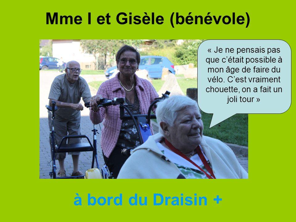 Mme I et Gisèle (bénévole) à bord du Draisin + « Je ne pensais pas que cétait possible à mon âge de faire du vélo. Cest vraiment chouette, on a fait u