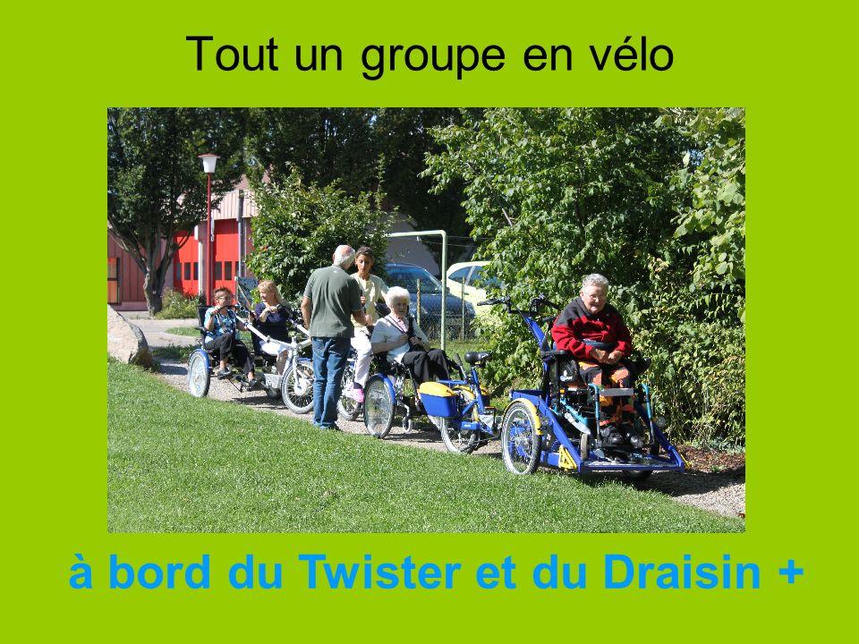 Tout un groupe en vélo à bord du Twister et du Draisin +