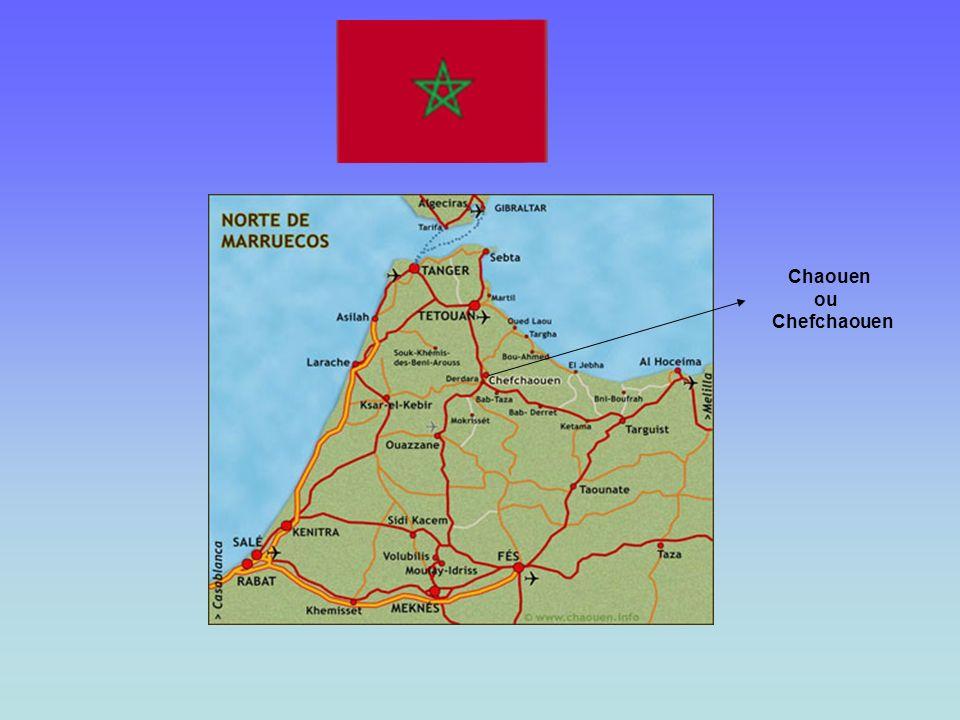 Chaouen, Xauen ou Chefchaouen est une ville du nord du Maroc, située dans les montagnes du Rif, à quelque 100 km de Ceuta ou de Tanger Son charme part
