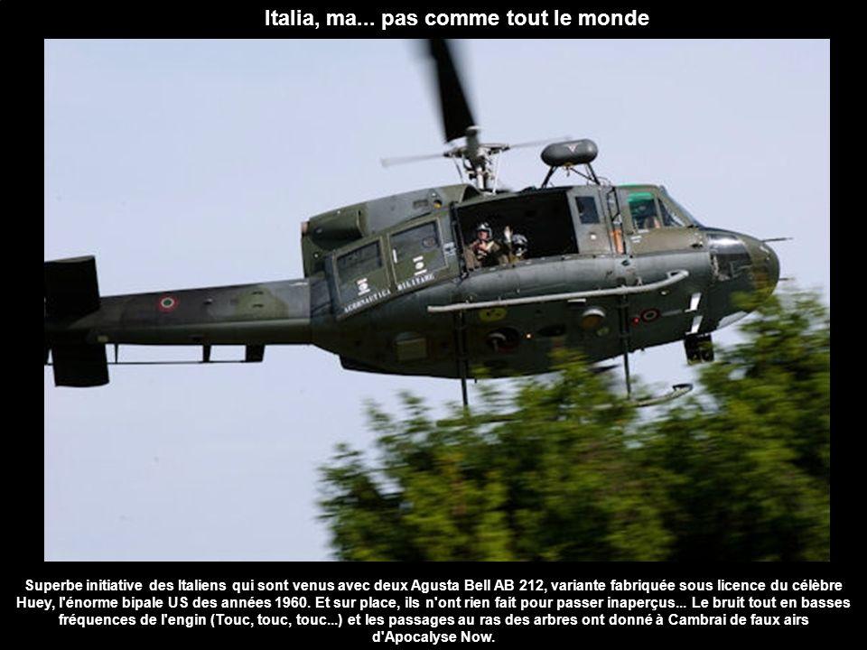 Italia, ma... pas comme tout le monde Superbe initiative des Italiens qui sont venus avec deux Agusta Bell AB 212, variante fabriquée sous licence du