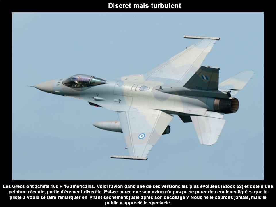 Les Grecs ont acheté 160 F-16 américains. Voici l'avion dans une de ses versions les plus évoluées (Block 52) et doté d'une peinture récente, particul
