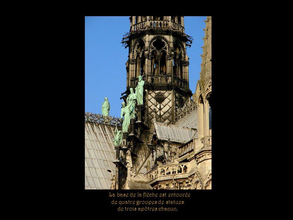 Tour de la façade sud. Édifiée par Philippe-Auguste vers 1200