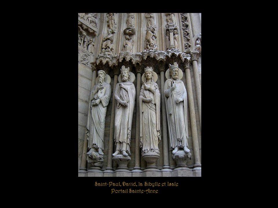 Le tympan du portail Sainte-Anne