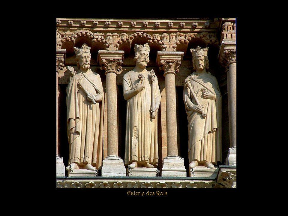 La façade ouest avec les 28 rois qui ont précédé le Christ
