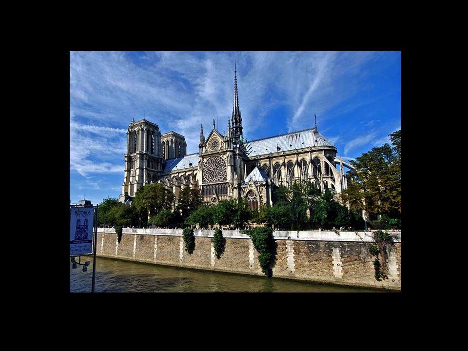 La cathédrale est située à lextrémité de lîle de la Cité