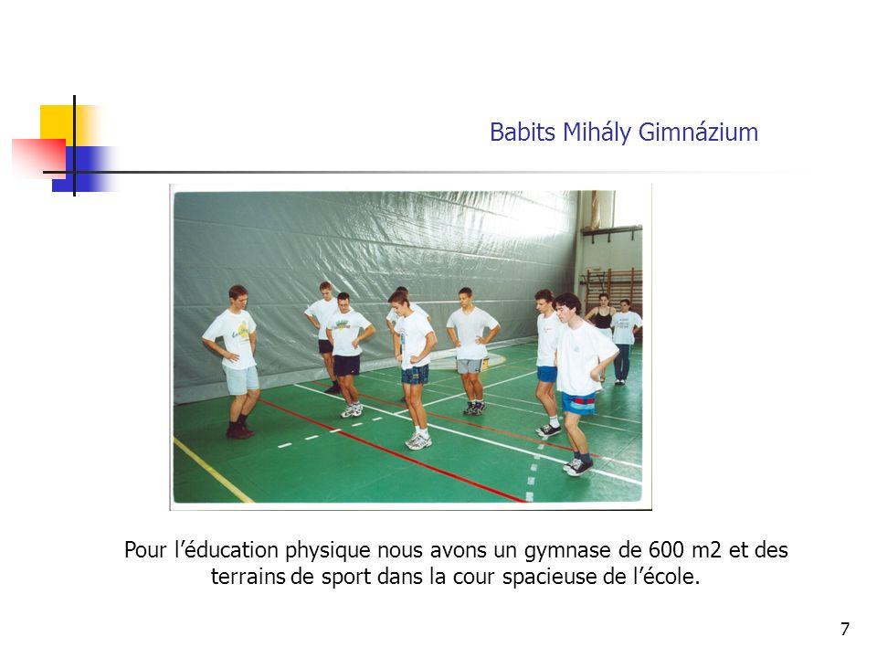 7 Pour léducation physique nous avons un gymnase de 600 m2 et des terrains de sport dans la cour spacieuse de lécole.