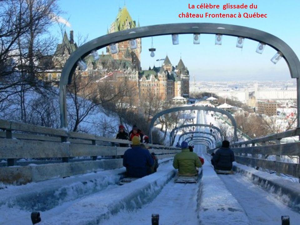 Québec et le château Frontenac vue du Fleuve St-Laurent
