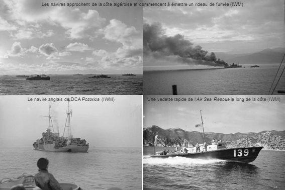 Le navire anglais de DCA Pozorica (IWM)Une vedette rapide de lAir Sea Rescue le long de la côte (IWM) Les navires approchent de la côte algéroise et commencent à émettre un rideau de fumée (IWM)