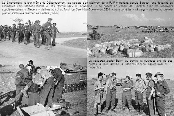Le 8 novembre, le jour même du Débarquement, les soldats dun régiment de la RAF marchent, depuis Surcouf, une douzaine de kilomètres vers Maison-Blanche où les Spitfire MkV du Squadron 81 se posent en venant de Gibraltar avec les réservoirs supplémentaires « Slippers » visibles au sol au fond.
