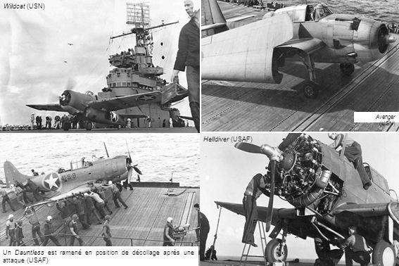 Un Dauntless est ramené en position de décollage après une attaque (USAF) Helldiver (USAF) Wildcat (USN) Avenger (USN)