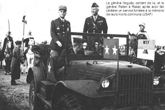Le général Noguès, content de lui, et le général Patton à Rabat, après avoir fait célébrer un service funèbre à la mémoire de leurs morts communs (USA