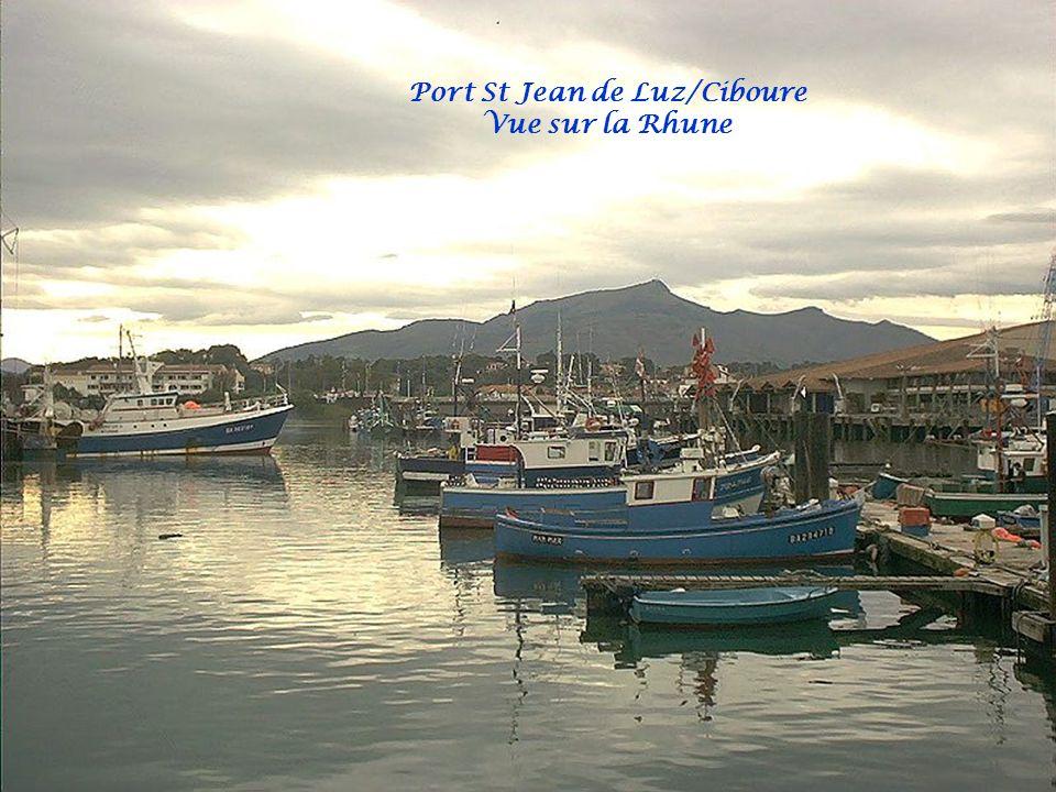 Aux portes de l'Espagne, Saint-Jean-de-Luz, Donibane Lohitzun en Basque, a su préserver son authenticité, tout en alliant les attraits d'une station t