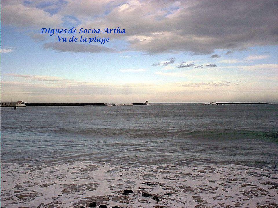 De la Jetée vue sur Bordagain et phare entrée du port
