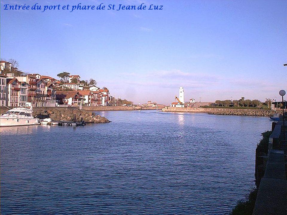 Port de plaisance Ciboure Quai Ravel et Église