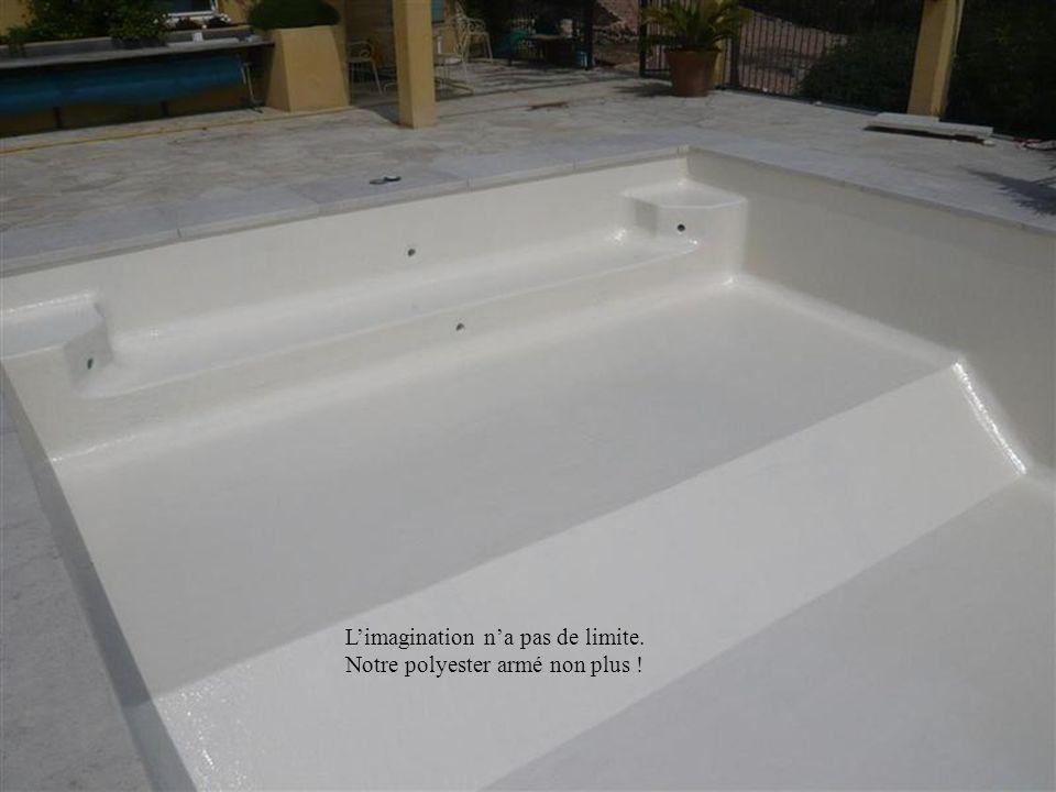 Très adapté à la forme arrondie de cette piscine