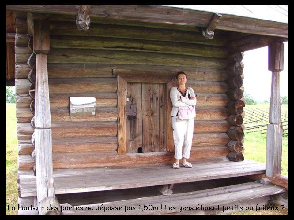 La hauteur des portes ne dépasse pas 1,50m ! Les gens étaient petits ou frileux ?